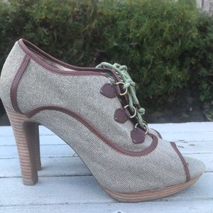 RARE BANANA REPUBLIC retro canvas peep toe heels